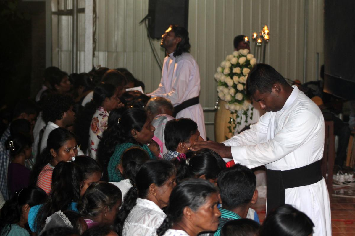 Pilgrims seek healing at Kudagama, Sri Lanka | Catholics