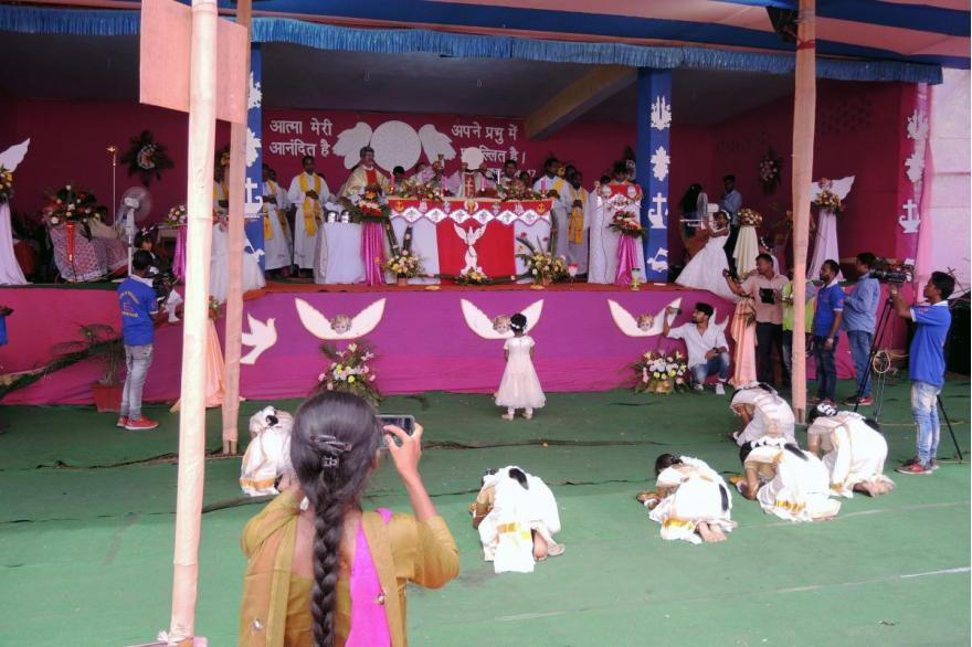 Children kneel before the altar during the Mass for Dhori Mata.
