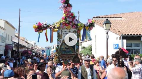 Feast of Saintes Maries and Ste. Sara: Procession of Ste. Sara to the Sea